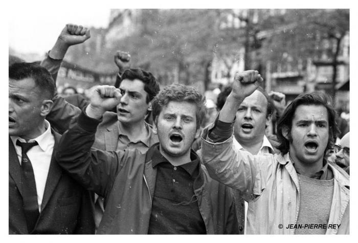 http://www.mai-68.fr/galerie/img/17.13-mai-1968-manifestation-Vigier-Cohn-Bendit.J-P.-Rey.jpg